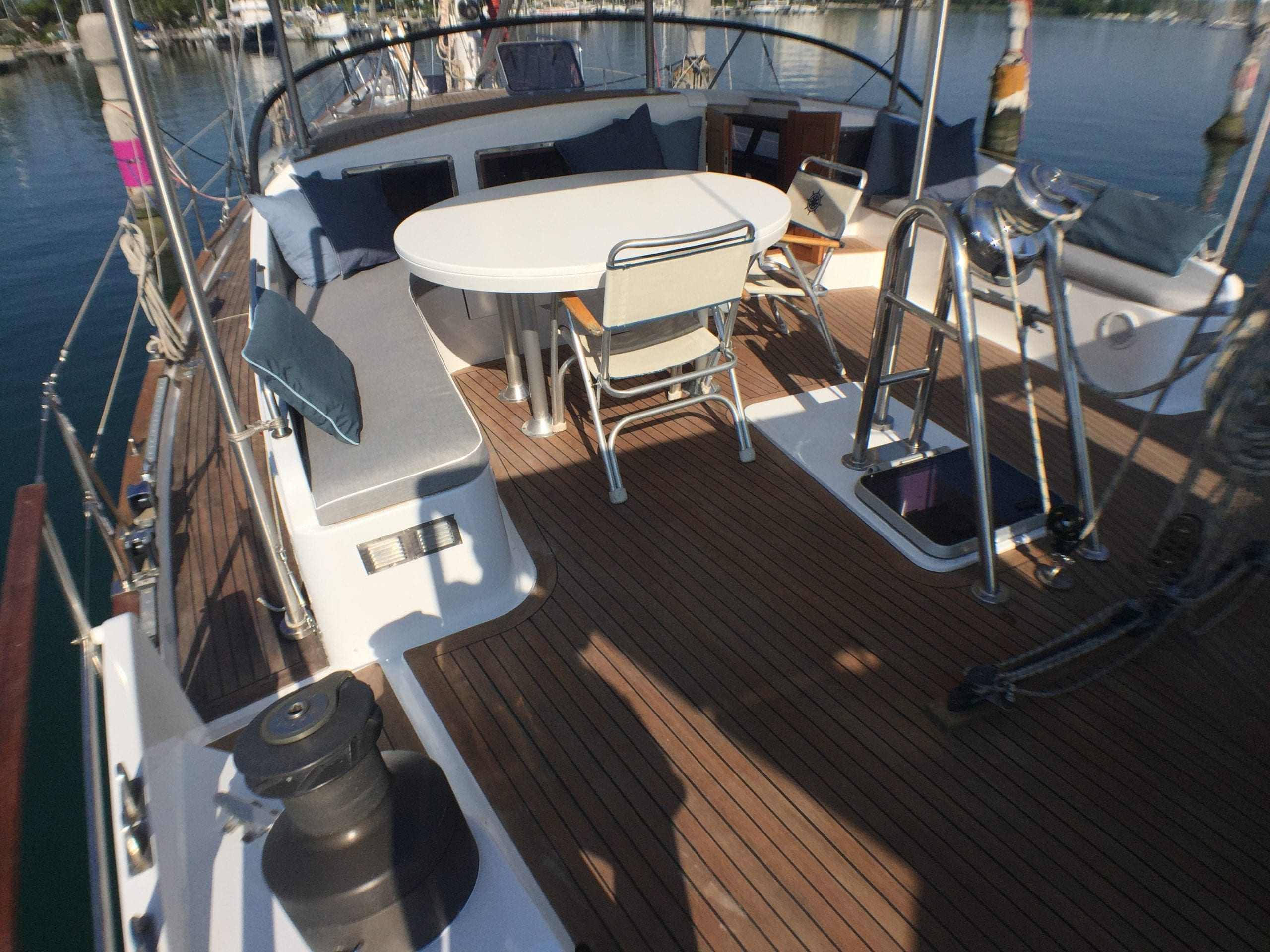 Yacht technical services: Teak deck renovation