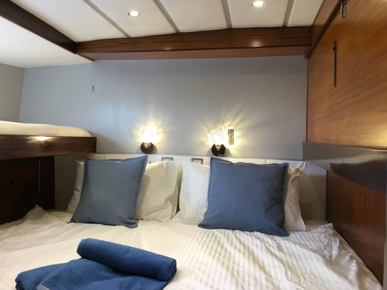 Twin cabin with king size bed