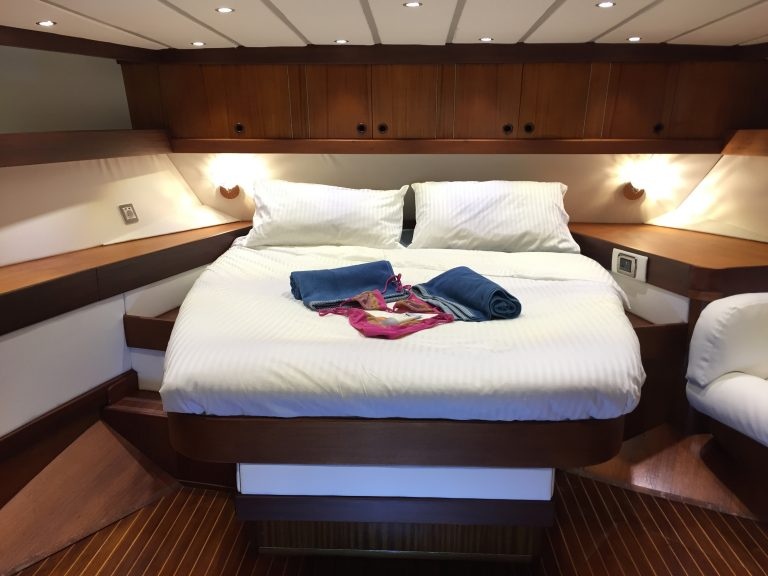 Double aft cabin
